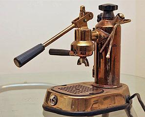 expresso machine a cafe